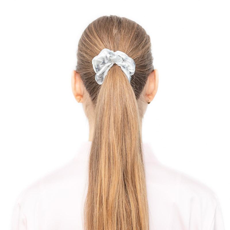 gumička scrunchie white marble