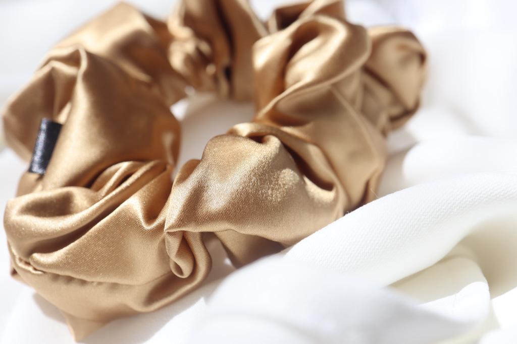 scrunchies-hodvabna-gold-nugget